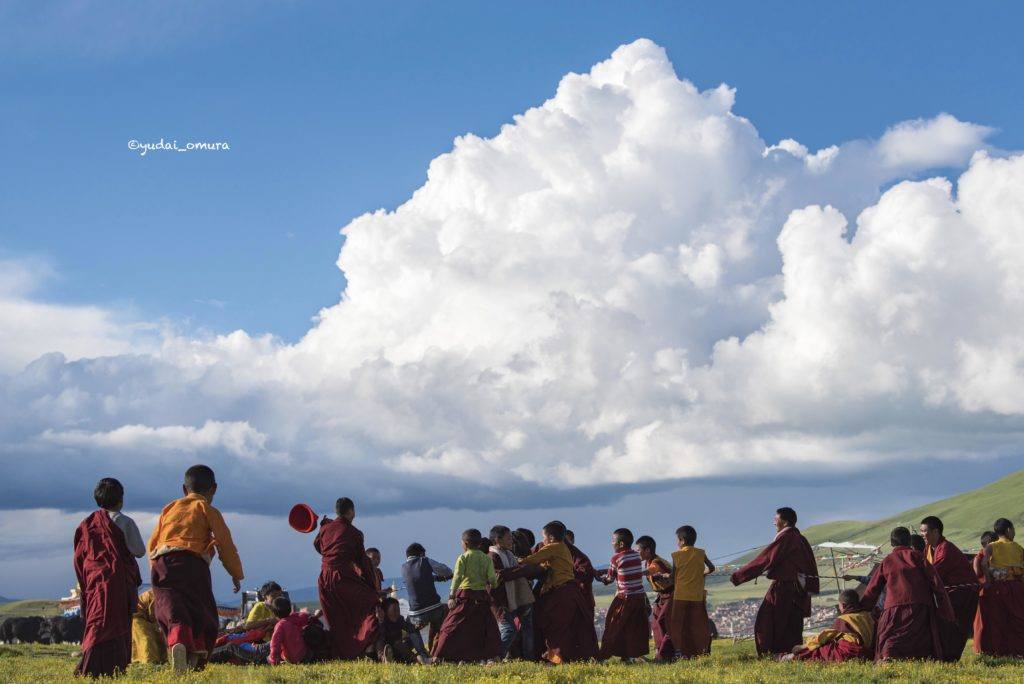 Young monks playing with rope under the big cloud -got prize of APA AWARD 2018, Japan-